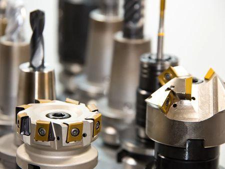 Schichtdickenmessung bei Werkzeugstählen und Schneidwerkzeugen